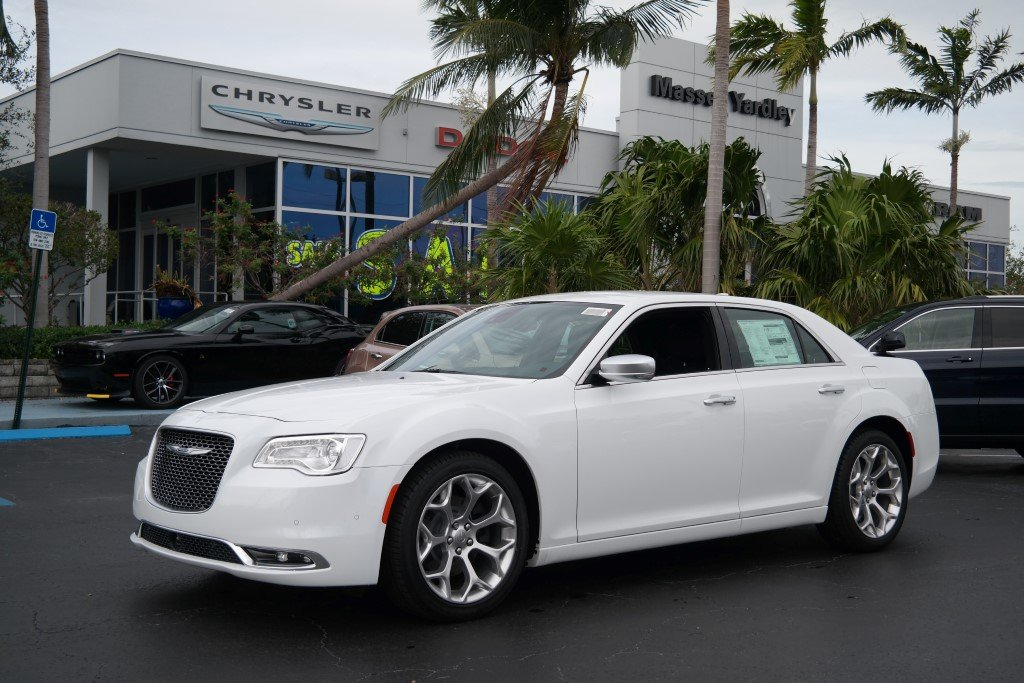 new 2018 chrysler 300 300c sedan in plantation 88030. Black Bedroom Furniture Sets. Home Design Ideas