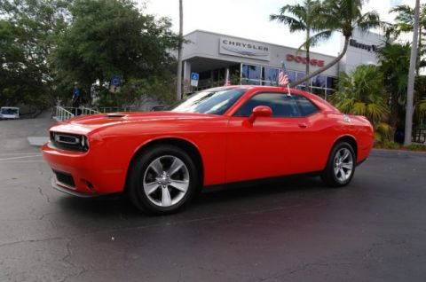 Pre-Owned 2018 Dodge Challenger SXT