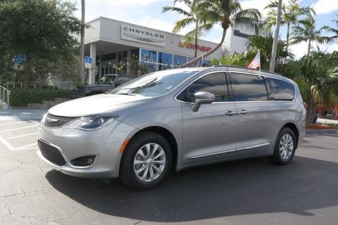 Pre-Owned 2017 Chrysler Pacifica Touring-L